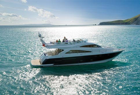 Charter a Motor Yacht or a Sailing Yacht?